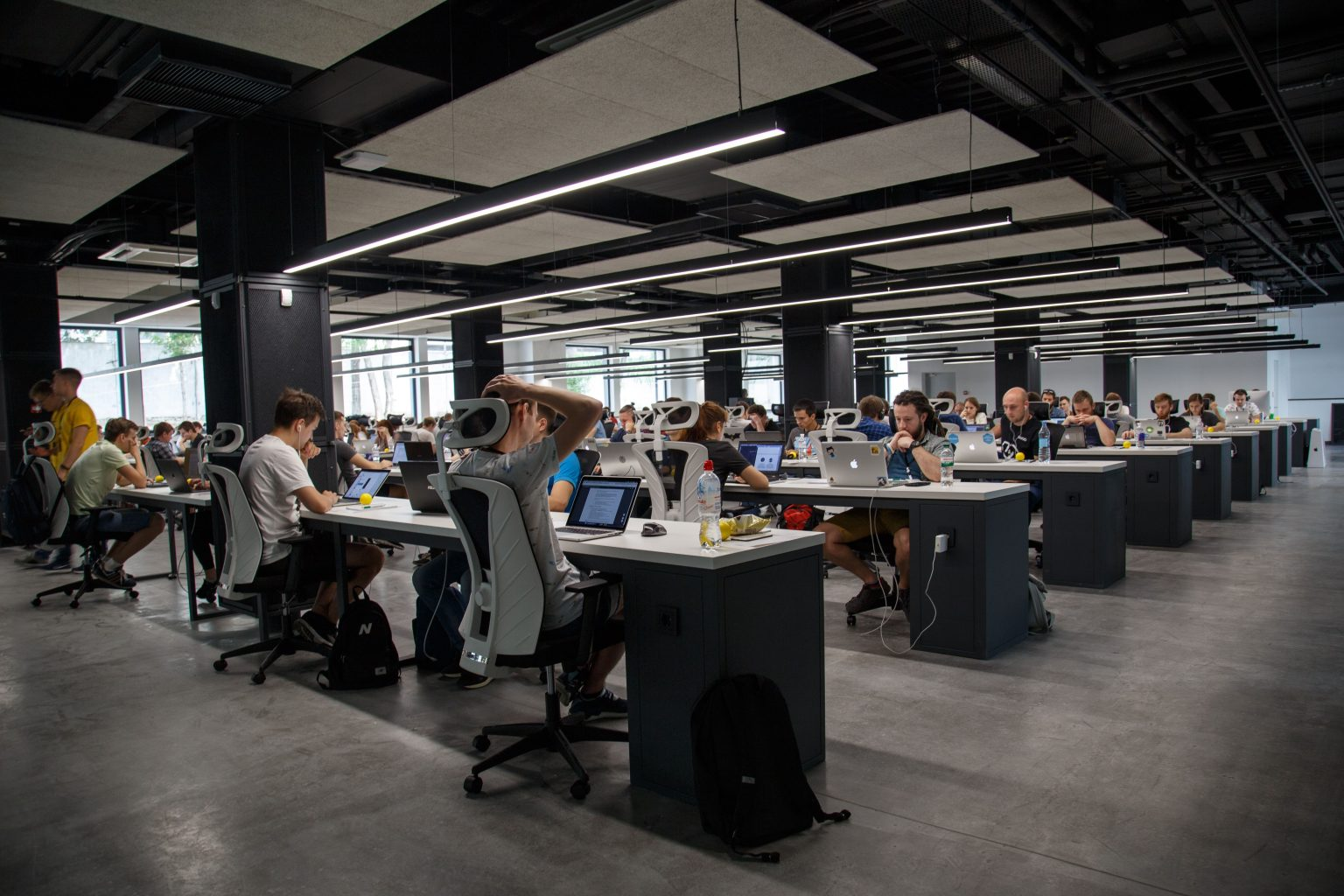 Helppier Blog - How to increase productivity in the workplace - Open Floor Plan